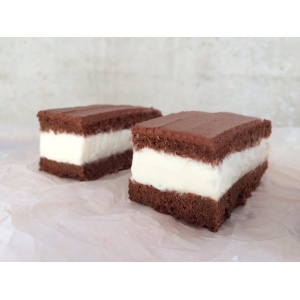 Шоколадное пирожное с молочным суфле